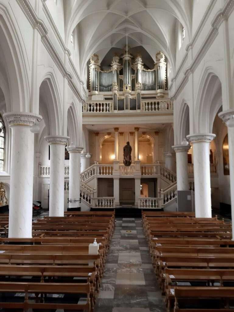 in de abdijkerk